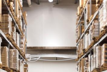 Salgó polc előnyei - Dexion polc a raktárban